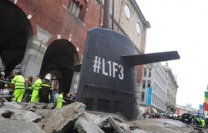 Weird submarine surfaced in the main square of Milan