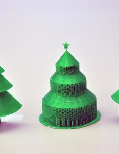 An ecologic 3D Christmas tree for modern decoration