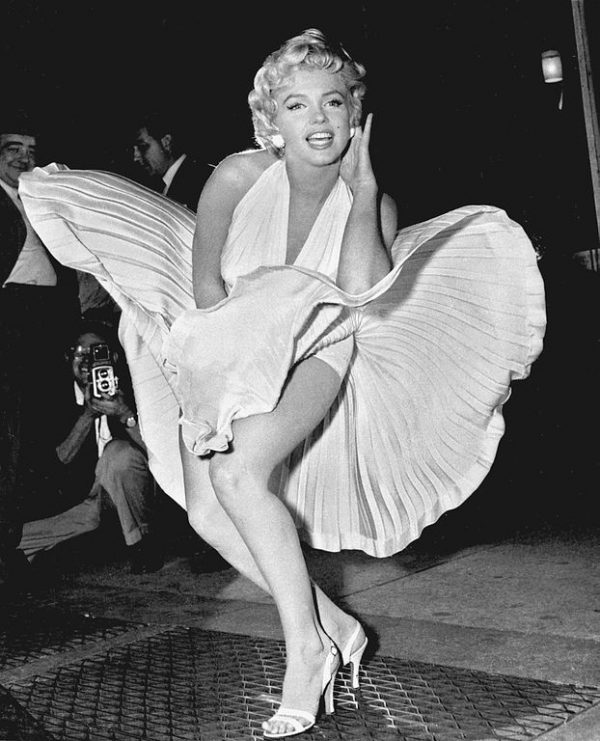 Marilyn_Monroe_photo_pose_Seven_Year_Itch