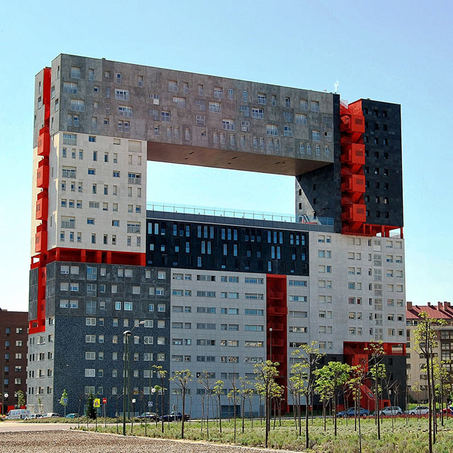 10 weird buildings around the world