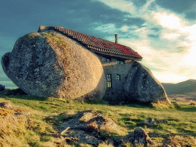 Stone House (FAFE, Portugal)