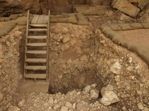 Ancient fireplace is older than Homo sapiens