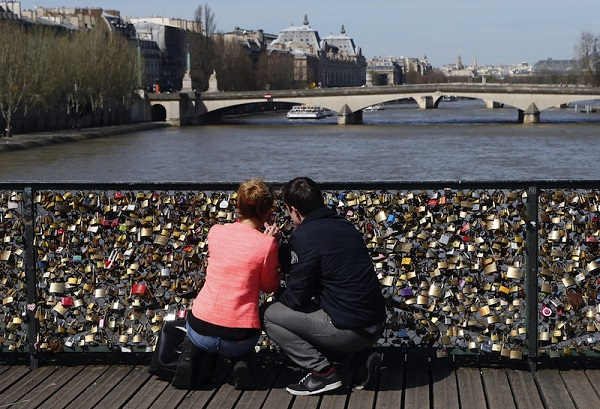 Love locks on bridges | A craze out of control!