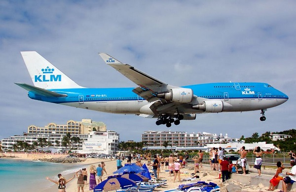 Incoming at Maho beach