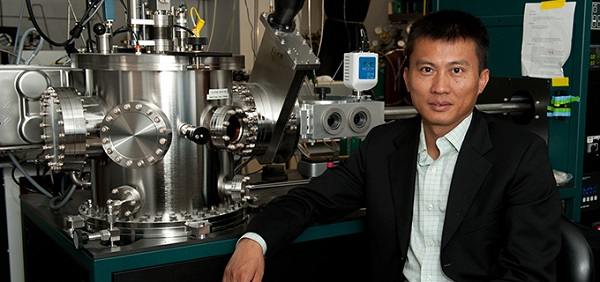 Dr. Yi Cui in his lab